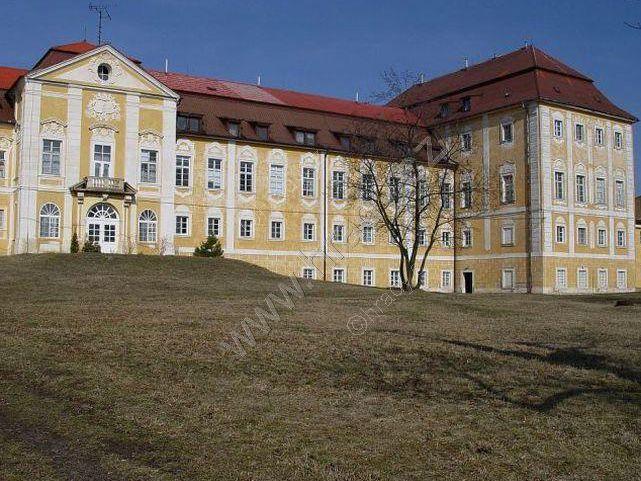 Zámek Dlažkovice