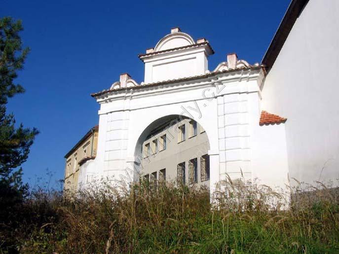 Zámek Hněvkovice
