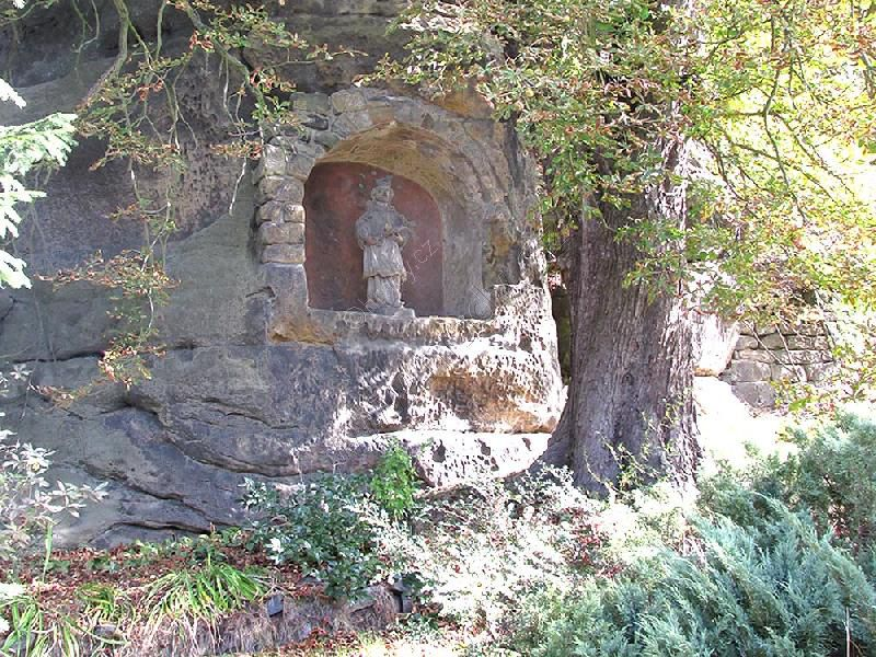 kaplička se sochou sv. Jana Nepomuckého