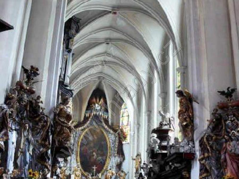 klášter benediktinů/premonstrátů s kostelem Narození Panny Marie