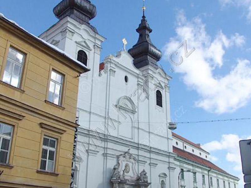 klášter dominikánů s kostelem sv. Kříže