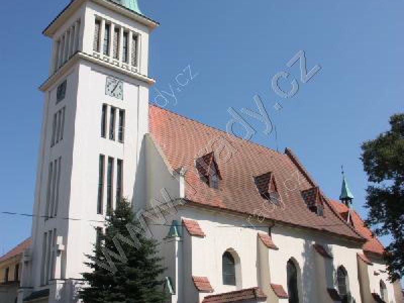 klášter františkánů/minoritů/školských sester s kostelem Archanděla Michaela/Panny Marie
