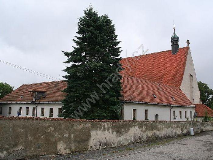 klášter františkánů s kostelem Nanebevzetí Panny Marie