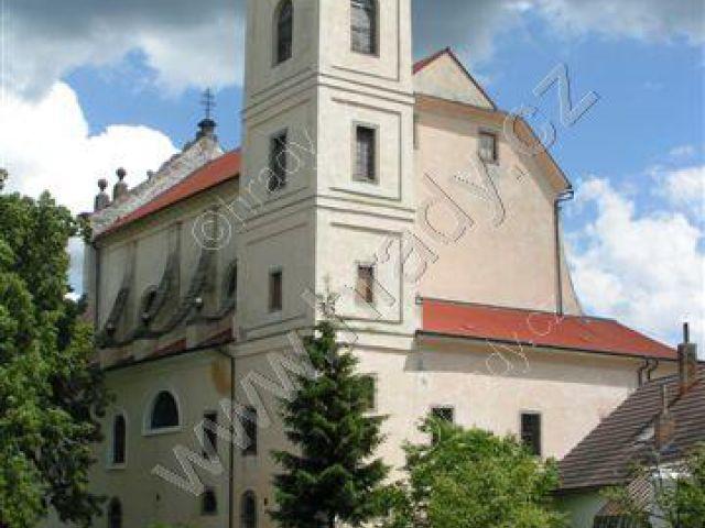 klášter pavlánů s kostelem Nejsvětější Trojice