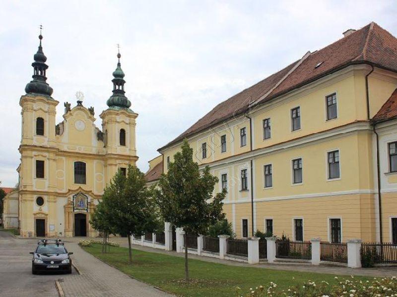 klášter piaristů s kostelem Nanebevzetí Panny Marie