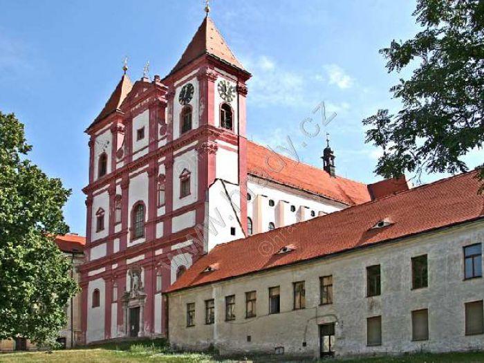 klášter premonstrátů s kostelem Panny Marie a sv. Václava v Louce