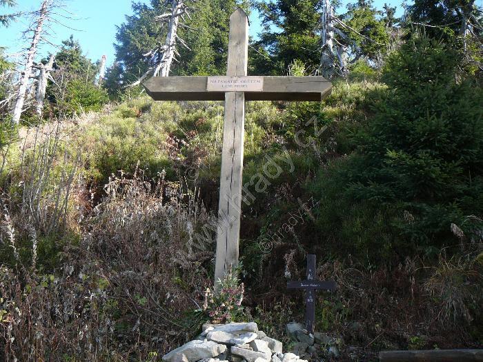 kříž na památku obětem Lysé hory