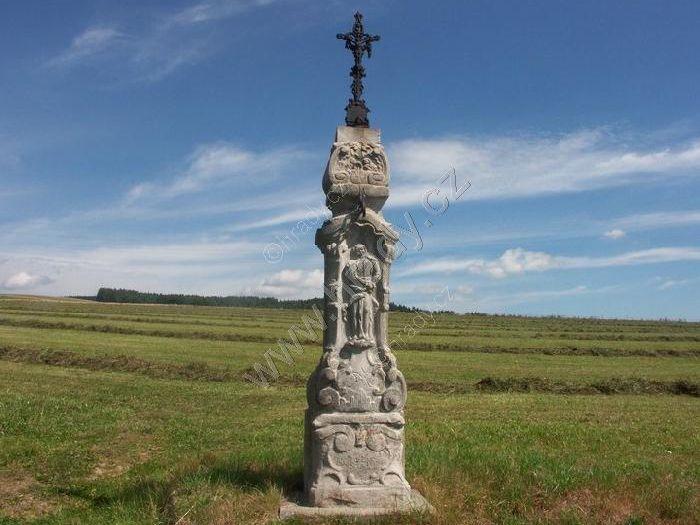 kříž nad Pěkovem