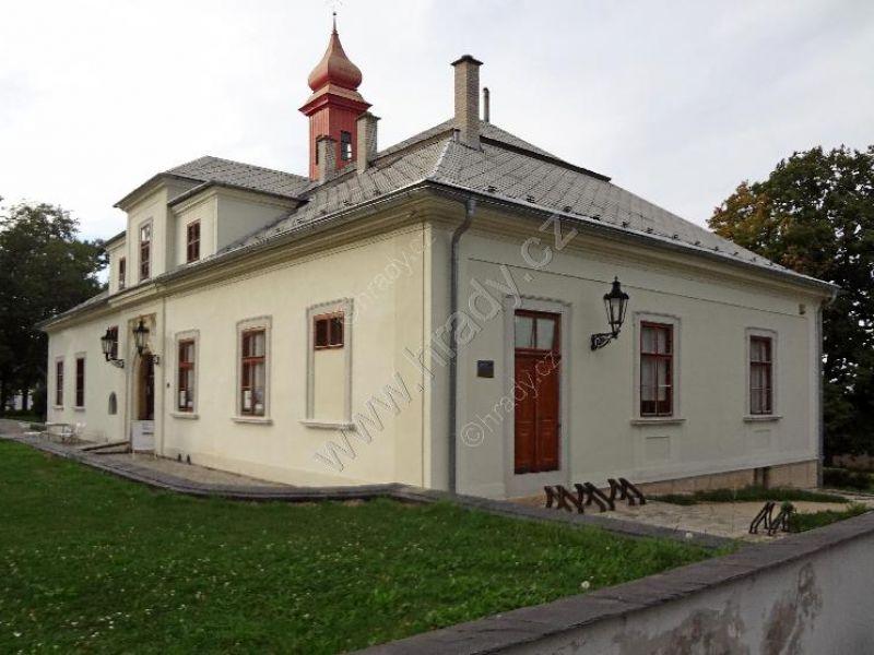 Zámek Skalička