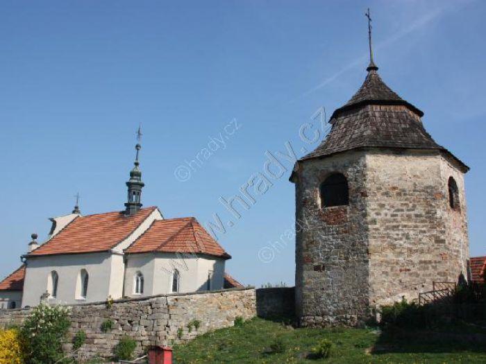 zvonice u kostela Nalezení sv. Kříže