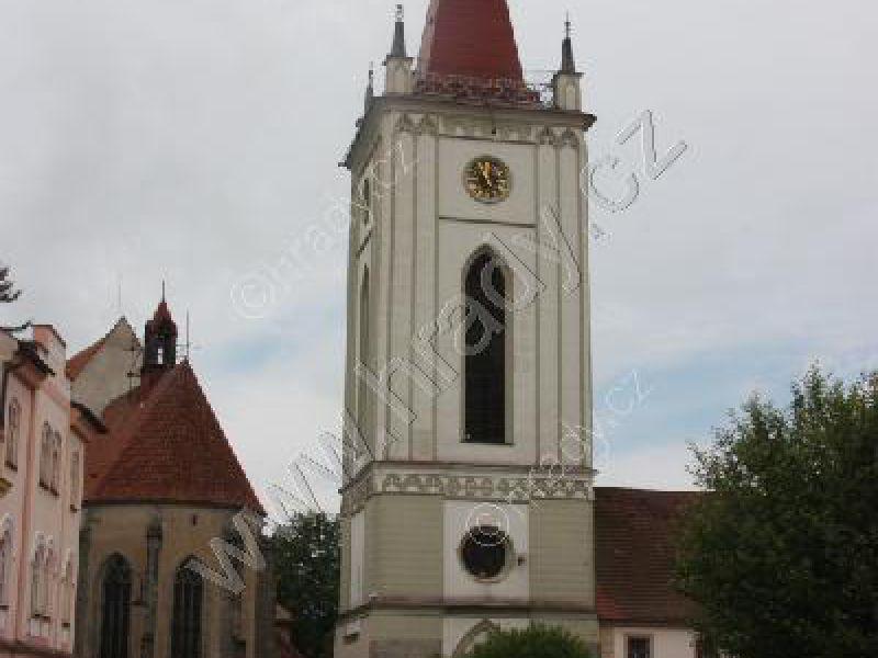 zvonice u kostela Nanebevzetí Panny Marie