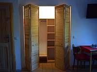 Pokoj #4 - Čtyřlůžkový pokoj s vlastní koupelnou - Trojanovice