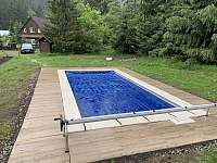 Vyhřívaný bazén se slanou vodou - chalupa k pronájmu Krásná