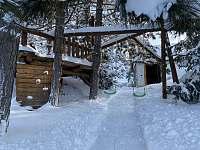 Hřiště děti využijí i v zimě (15m od apartmánu) - k pronajmutí Horní Bečva