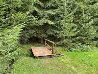 Náš nový mostík přes potůček u Apartmánů - Horní Bečva