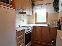 Kuchyň s indukční varnou deskou - chalupa ubytování Velké Karlovice