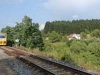 Chalupa je 300 m od vlakového nádraží, do centra města ke kostelu 1,3 km