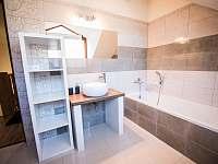 koupelna v patře - Halenkov