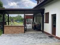Vchod z kuchyně na terasu - pronájem chalupy Halenkov
