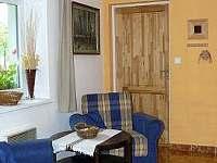 veranda, vzadu dveře do koupelny