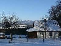 zimní Žofka, v pozadí Lysá hora