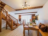 Apartmán DELUXE 80 m2 - jídelní stůl - pronájem Bílá
