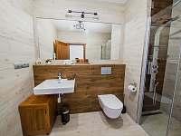 Apartmán DELUXE 80 m2 - koupelna se sprchovým panelem - Bílá