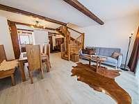 Apartmán SUPERIOR 80 m2 - pobytová místnost v přízemí - Bílá