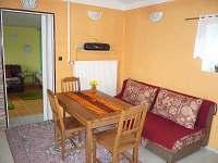 obývací místnost s kuchyní - chata k pronajmutí Vidče
