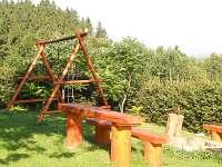 posezení s ohništěm a houpačkou - chata ubytování Vidče