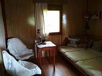 rozkládací gauč - chata k pronájmu Chvalčov
