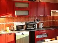 Nové spotřebiče v kuchyni - vila k pronájmu Frenštát pod Radhoštěm