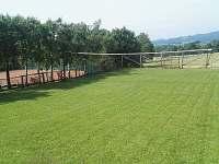 Hřiště pro fotbal, volejbal - pronájem apartmánu Mosty u Jablunkova