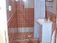 Koupelna s WC - chalupa k pronájmu Nižní Lhoty