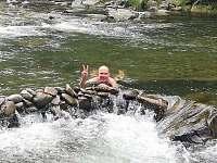 Koupání v nádherné řece Morávce hned za rohem - Skalice