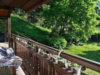 krytá teráska s posezením a výhledem do zahrady - chata ubytování Skalice