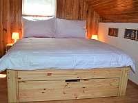 ložnice pro 4 až 5 osob v prvním patře chatičky - Skalice