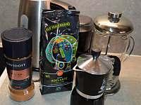 máme pro Vás nachystáno vše k výrobě skvělé ranní kávy nebo čaje, vše zdarma - chata k pronájmu Skalice