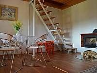 schody nahoru do ložnice - Skalice