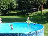 Bazén v létě
