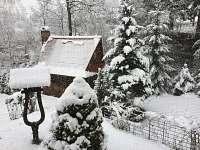 Zahradní grilovací chatka zima