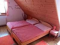 ORANŽOVÝ pokojík v podkroví - chalupa k pronajmutí Prostřední Bečva