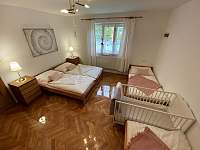 Ložnice apartmán 1 - pronájem chalupy Hukvaldy