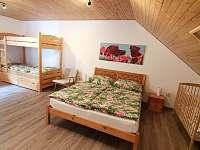 Velká ložnice - chalupa k pronájmu Rusava 216