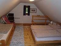 ložnice 1 - pronájem chalupy Velké Karlovice