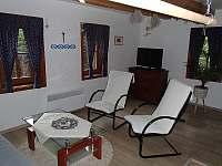obývací pokoj - chalupa k pronájmu Velké Karlovice