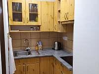Kuchynský kout v přízemí. - pronájem chaty Nýdek