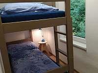 Ložnice s poschoďovou postelí pro 2 osoby a výhledem na říčku Hluchová. - Nýdek