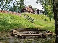 Upravené ohniště před chatou - Staré Hamry