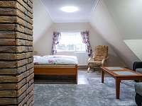 Dvojpokojový apartmán s rohovou sedací soupravou a televizí - Morávka